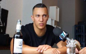 Farid Bang schaut im Interview böse