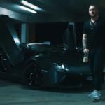 Fler vor einem schwarzen Lamborghini