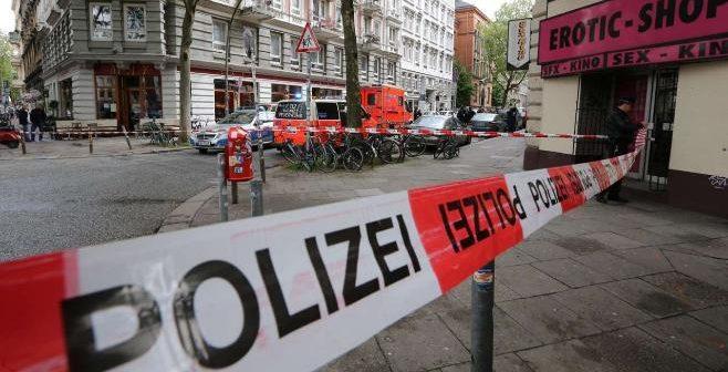 Polizei Absperrband am Tatort wo Rapper auf Rocker eingestochen hat