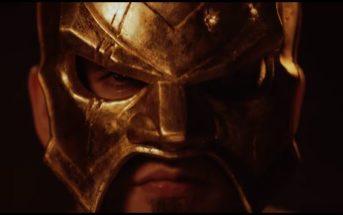 18 Karat mit Maske frontal auf schwarzem Hintergrund